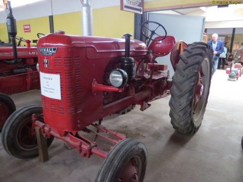 Foto van een Farmall DF 25  ,foto's gemaakt bij een oldtimer vereniging in Zweden mei 2017. Geplaatst door oldtimergek op 04-02-2018 om 21:49:39, op TractorFan.nl - de nummer 1 tractor foto website.