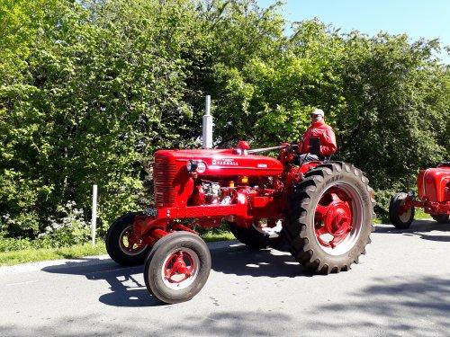 Foto van een Farmall Super BMD International Harvesterdag Meerkerk. 5 mei 2018.. Geplaatst door dickt op 16-05-2018 om 15:54:25, op TractorFan.nl - de nummer 1 tractor foto website.