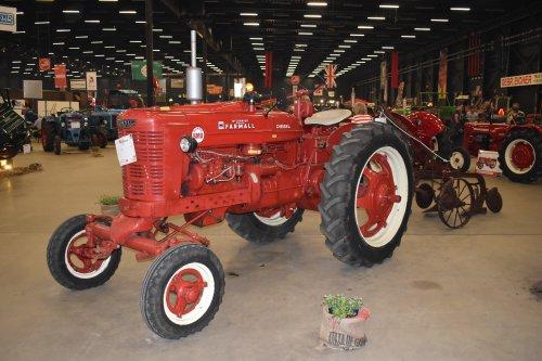 Foto van een Farmall Super BMD. Geplaatst door jordi 1455 op 15-05-2019 om 21:01:23, op TractorFan.nl - de nummer 1 tractor foto website.