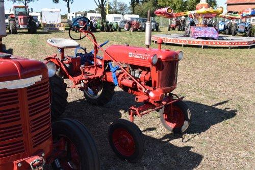 Foto van een Farmall Cub. Geplaatst door jordi 1455 op 27-09-2019 om 23:38:11, op TractorFan.nl - de nummer 1 tractor foto website.
