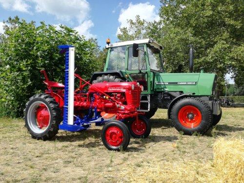 Foto van een Franse Farmall Cub & een Fendt 306LS op de Boerenmarkt van t zomer.. Geplaatst door gkgerbengk op 20-10-2019 om 17:36:23, met 4 reacties.
