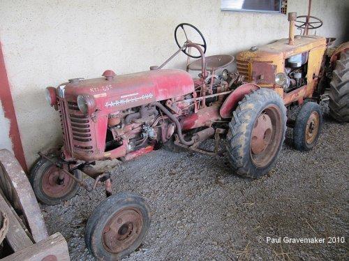 Foto van een Farmall Cub, geëxposeerd in Musée Agricole et Automobile de Salviac. Geplaatst door Paul Gravemaker op 09-12-2020 om 14:00:46, met 4 reacties.