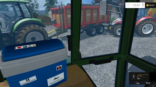 Foto van een Farming Simulator Fendt 310 LSA. Druk aan het stront rijden. En de tractorfan sticker ontbreekt natuurlijk niet op de koelbox :D.
