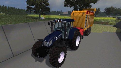 Foto van een New Holland TVT 170 Blue Power, met Veenhuis combi 2000 in Farming simulator 2013. Normaal hou ik niet van Farming simulator foto's op Tractorfan, maar deze leek mij wel even de moeite waard. Ge-edit en geskind met medewerking van [@-NEW-HOLLAND-], moeten nog een paar kleine dingen aangebeuren.  Gebasseerd op deze: http://www.tractorfan.nl/picture/725096/