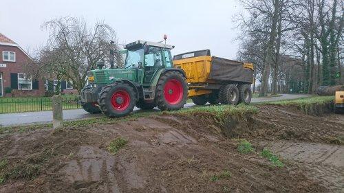 Foto van een Fendt 308 Holland Farmer een dag grond en puin gereden! Ging mooi! En natuurlijk netjes de lading afdekken!