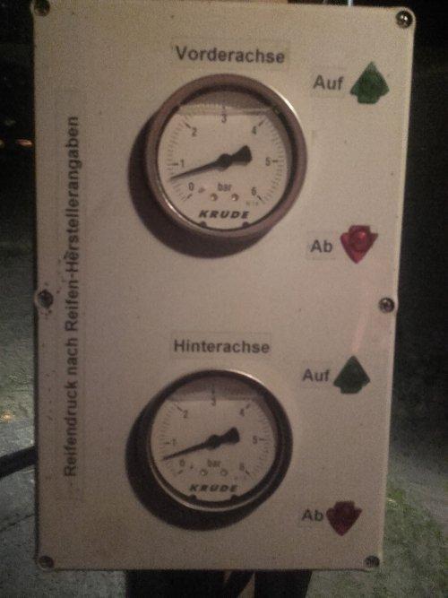 Foto van een Fendt 824 Vario met Evers Forest Cultivator zo dat bespaart brandstof..... Geplaatst door 930triplemaaier op 19-01-2017 om 02:14:22, met 5 reacties.