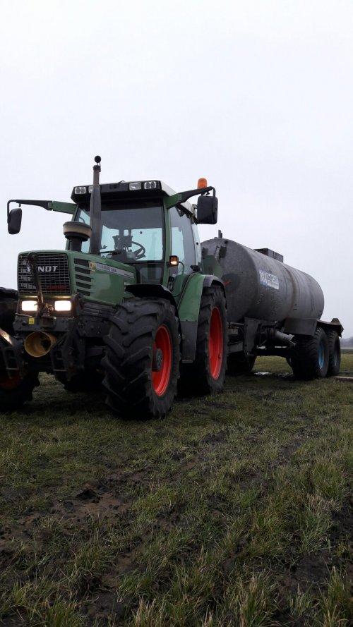Foto van een Fendt 308 Holland Farmer bezig met 10000l mest tank ( makkelijk doen is anders). Geplaatst door gerbencool op 02-03-2017 om 18:22:01, met 2 reacties.