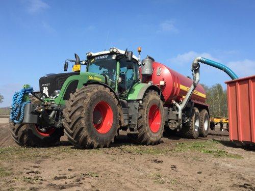 Kijk, daar heb je Gebr. Aldenzee BV (Deurne) × met een Fendt 936.. Geplaatst door FransFrago op 03-04-2017 om 15:17:06, op TractorFan.nl - de nummer 1 tractor foto website.