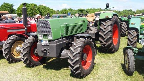 Foto van een Fendt Favorit 4S. Geplaatst door johnny red op 26-05-2017 om 17:26:51, op TractorFan.nl - de nummer 1 tractor foto website.