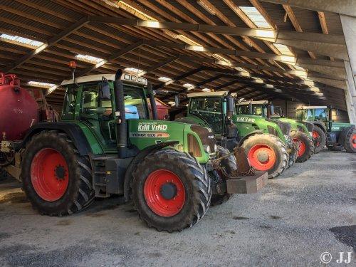 Foto van een Fendt Meerdere van Entreprenør Kim Vind (Årre).. Geplaatst door JJ op 18-10-2017 om 21:23:53, op TractorFan.nl - de nummer 1 tractor foto website.
