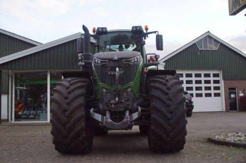 Foto van een Fendt 1050. Geplaatst door jans-eising op 14-11-2017 om 20:11:06, op TractorFan.nl - de nummer 1 tractor foto website.