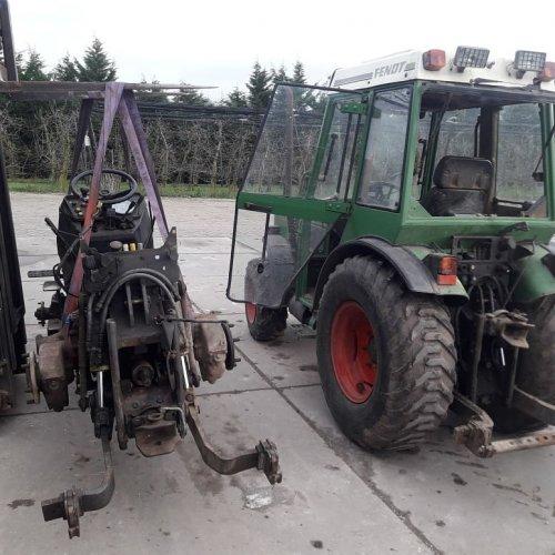 Foto van m'n Fendt 250 V (links) en de 260 v (rechts) van pa. Geplaatst door marcel-pek op 14-01-2018 om 12:29:18, op TractorFan.nl - de nummer 1 tractor foto website.