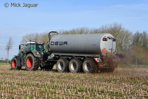 Fendt 936 met DEWA mesttank, Loon- en Transportbedrijf HAVA uit Kaprijke. Geplaatst door Mick Jaguar op 16-04-2018 om 17:16:36, op TractorFan.nl - de nummer 1 tractor foto website.