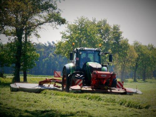 Quirynen Energy Farming uit Merksplas (Be) maaide gisteren de 1e snee aan huis.. Geplaatst door tractorquintentje op 05-05-2018 om 22:27:12, op TractorFan.nl - de nummer 1 tractor foto website.