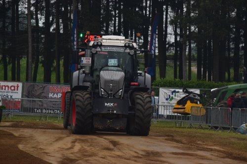 Foto van een Fendt 826. Geplaatst door jd7920 op 17-05-2018 om 20:08:09, op TractorFan.nl - de nummer 1 tractor foto website.