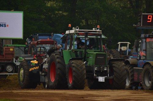 Foto van een Fendt 615. Geplaatst door jd7920 op 17-05-2018 om 20:08:27, op TractorFan.nl - de nummer 1 tractor foto website.