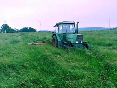 Foto van een Fendt 305 LS. Geplaatst door Quintto op 03-06-2018 om 21:20:00, op TractorFan.nl - de nummer 1 tractor foto website.