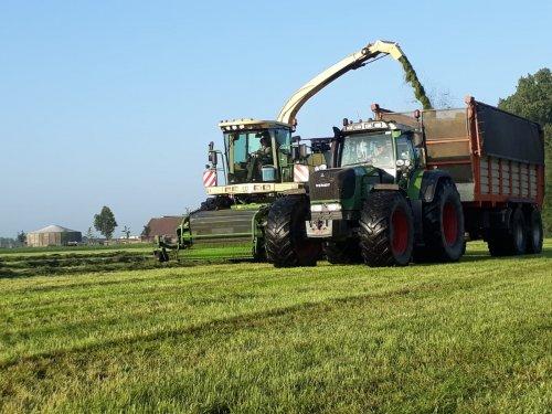 dikke fendt 924 voor de silagewagen. Geplaatst door John deere 6100rc op 06-06-2018 om 17:30:59, op TractorFan.nl - de nummer 1 tractor foto website.