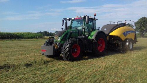 Gebr. Blankespoor (Harskamp) × op de foto met een Fendt 724.. Geplaatst door g-g op 11-07-2018 om 19:08:23, op TractorFan.nl - de nummer 1 tractor foto website.