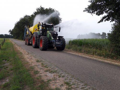 Fendt 922, bezig met mais beregenen.. Geplaatst door Henk 1120 op 22-07-2018 om 00:10:36, met 2 reacties.