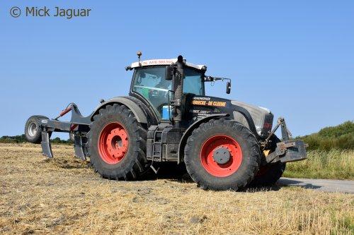 Fendt 933 vario met VDW diepgronder, Loonwerken Vereecke De Cleene uit Evergem-Sleidinge. Geplaatst door Mick Jaguar op 13-08-2018 om 21:40:47, op TractorFan.nl - de nummer 1 tractor foto website.