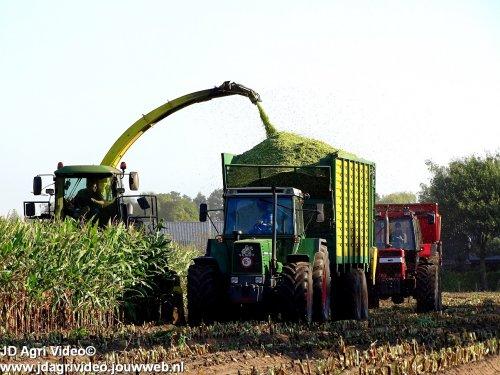 Foto van een Fendt 611, Loonbedrijf Molenaar uit Lunteren aan het mais hakselen. ZIE OOK DE VIDEO  https://youtu.be/UcD28LHjomU