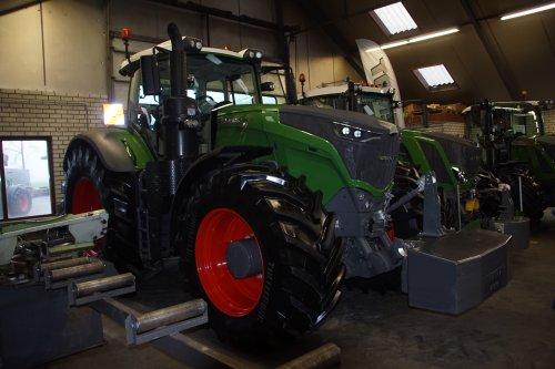 Foto van een Fendt 1050. Geplaatst door jans-eising op 12-01-2019 om 19:20:14, op TractorFan.nl - de nummer 1 tractor foto website.