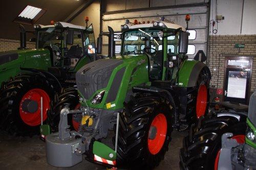 Foto van een Fendt 828. Geplaatst door jans-eising op 12-01-2019 om 19:20:25, op TractorFan.nl - de nummer 1 tractor foto website.