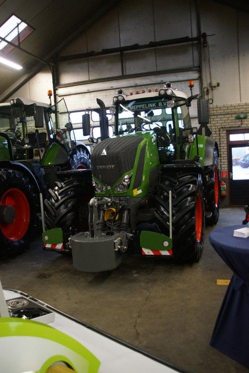 Foto van een Fendt 828. Geplaatst door jans-eising op 12-01-2019 om 19:20:30, op TractorFan.nl - de nummer 1 tractor foto website.