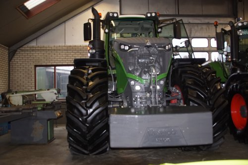 Foto van een Fendt 1050. Geplaatst door jans-eising op 12-01-2019 om 19:20:42, op TractorFan.nl - de nummer 1 tractor foto website.