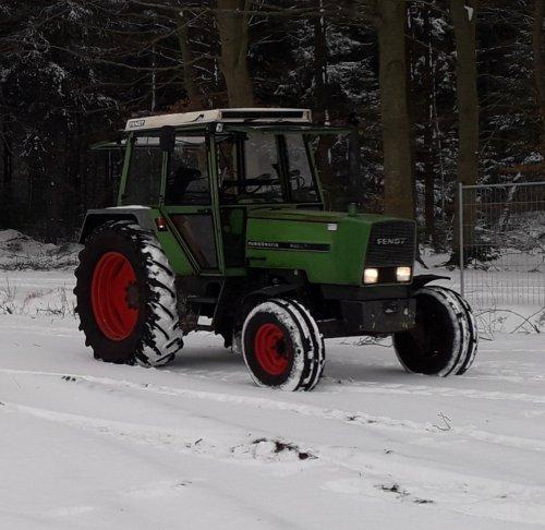 Foto van een Fendt 306 LS poseren in de sneeuw. Geplaatst door HulsieH op 27-01-2019 om 22:23:26, met 2 reacties.