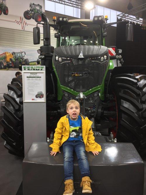 Foto van een Fendt 1050. Geplaatst door FiatPeter op 01-02-2019 om 15:16:50, op TractorFan.nl - de nummer 1 tractor foto website.