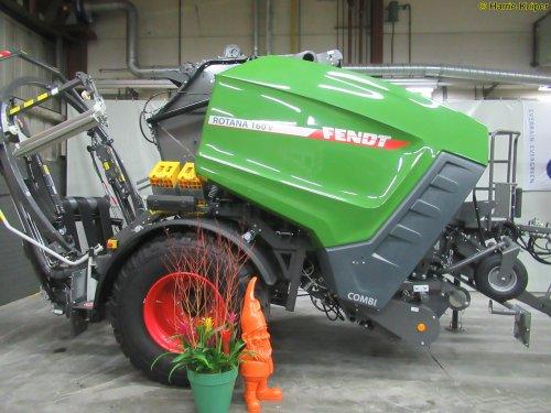 Foto van een Fendt Pers (Rotana 160 V ). Geplaatst door oldtimergek op 12-02-2019 om 11:01:23, op TractorFan.nl - de nummer 1 tractor foto website.
