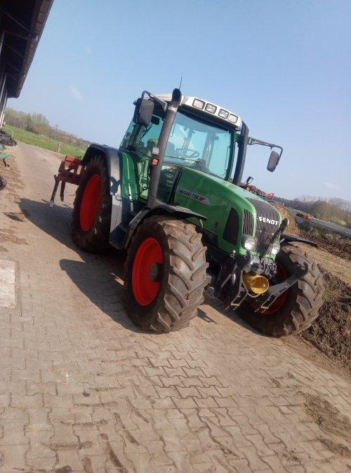 Foto van een Fendt 714. Geplaatst door weusjr op 15-04-2019 om 08:43:30, op TractorFan.nl - de nummer 1 tractor foto website.