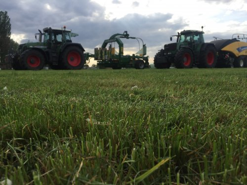 Hier zie je Schimmel BV (scherpenzeel) × met een Fendt Meerdere.. Geplaatst door jonathan12 op 26-04-2019 om 10:59:46, op TractorFan.nl - de nummer 1 tractor foto website.
