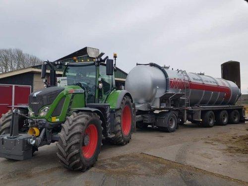 Mesttransport gedaan van het voorjaar, voor tarwe/bouwland te bemesten in Flevoland met nieuwe Fendt 724. Prachtige fijne trekker en ideaal formaat!