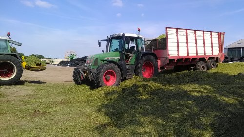 Dagje meegeholpen met gras kneuzen bij mijn Nonkel :) Uns gèt anders als wat ik hier  int Antwerpse doe