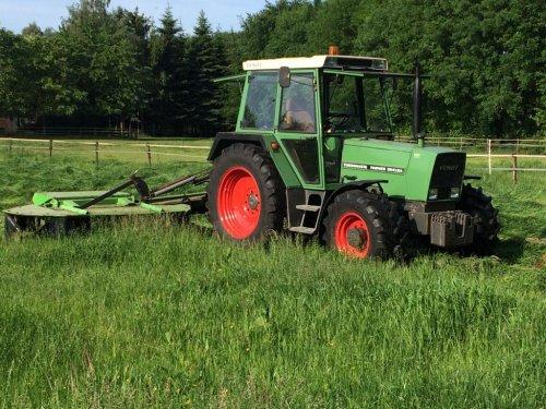 Fendt Farmer 304 LSA met Deutz-Fahr KM25C trommelmaaier!. Geplaatst door Fendt_favorit op 04-06-2019 om 22:21:17, met 3 reacties.