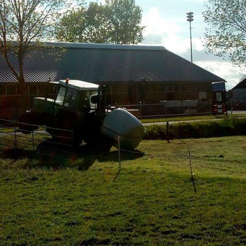 Foto van een Fendt 306 LS zware balen. Geplaatst door dirkjanmulder op 03-07-2019 om 14:03:23, op TractorFan.nl - de nummer 1 tractor foto website.