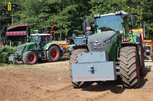 Foto van een Fendt 1046. Geplaatst door ritse-bayens op 13-08-2019 om 20:27:33, op TractorFan.nl - de nummer 1 tractor foto website.