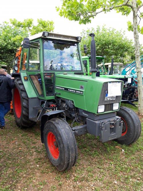 Foto van een Fendt 305 LS. Geplaatst door holderb51 op 12-09-2019 om 19:54:32, op TractorFan.nl - de nummer 1 tractor foto website.