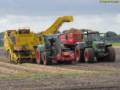 Foto van een Fendt Meerdere  uien laden op 17-09-2019. Landbouw bedrijf Buys E.compascuum. Geplaatst door oldtimergek op 17-09-2019 om 13:07:31, met 11 reacties.