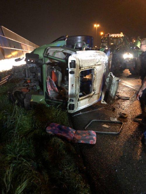 Foto van een Fendt met een ongelukje op de terugreis vanuit denhaag. Geplaatst door Arjen375 op 17-10-2019 om 13:30:18, met 17 reacties.