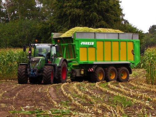 Loonbedrijf Kemps uit Balen. Geplaatst door fend1984 op 17-10-2019 om 15:07:57, op TractorFan.nl - de nummer 1 tractor foto website.