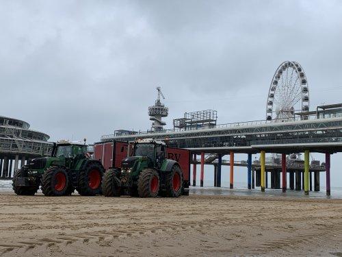Foto van een Fendt Meerdere van Loonbedrijf Visch BV op het strand van Scheveningen. Geplaatst door Fendt916 op 18-10-2019 om 11:12:58, met 11 reacties.