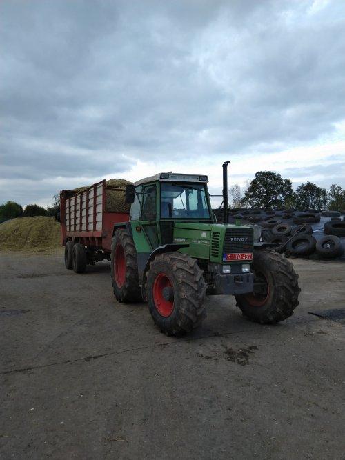 Foto van een Fendt 311 LSA met zelfbouw loswagen.. Geplaatst door fendt716,311driver op 20-10-2019 om 14:34:42, op TractorFan.nl - de nummer 1 tractor foto website.