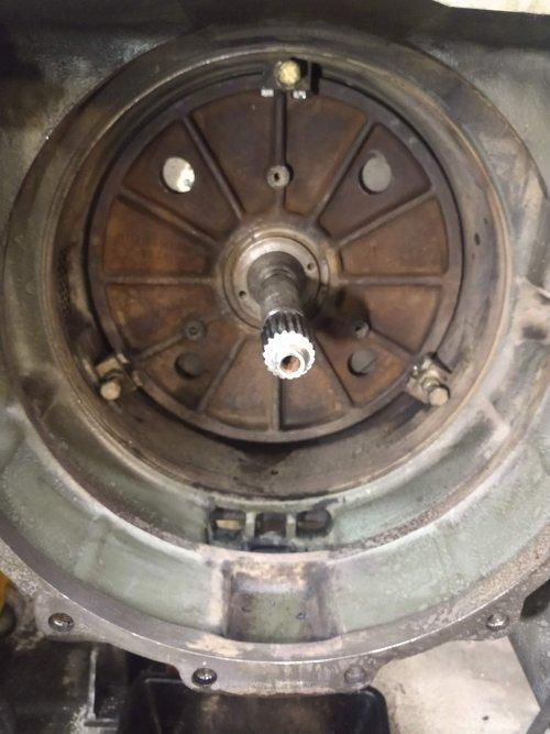 Een 308C gemodificeerd door 4 gaten in de plaat te boren voor extra koeling. En aan de achterkant van de koppeling in het huis een gat geboord voor lucht circulatie