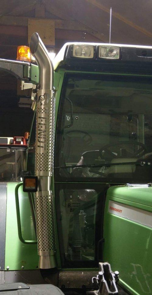 Foto van een Fendt 514 C. Ff skon pijpje laten maken voor de 500. Geplaatst door tone29 op 26-12-2019 om 18:33:05, op TractorFan.nl - de nummer 1 tractor foto website.