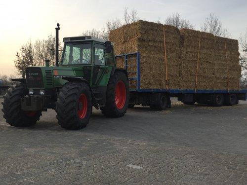 Foto van een Fendt 311 met een vrachtje stro.. Geplaatst door Dieselross op 05-01-2020 om 10:42:30, met 2 reacties.