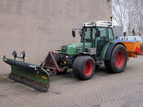 Foto van een Fendt 209 S gebruikt voor het beetje sneeuw in  jan 2019. Geplaatst door A.H.S. op 08-01-2020 om 00:15:36, op TractorFan.nl - de nummer 1 tractor foto website.